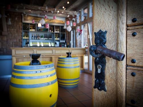 Cooperative Wine Cellar / Cave Vinicole de Hunawihr