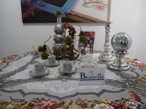 Exposition : tables de fête décorées par Beauvillé