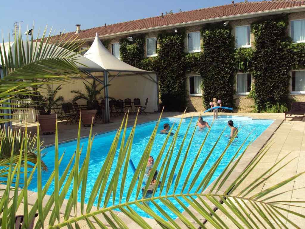 H tel les colonnes strasbourg z nith eckbolsheim for Hotel strasbourg piscine
