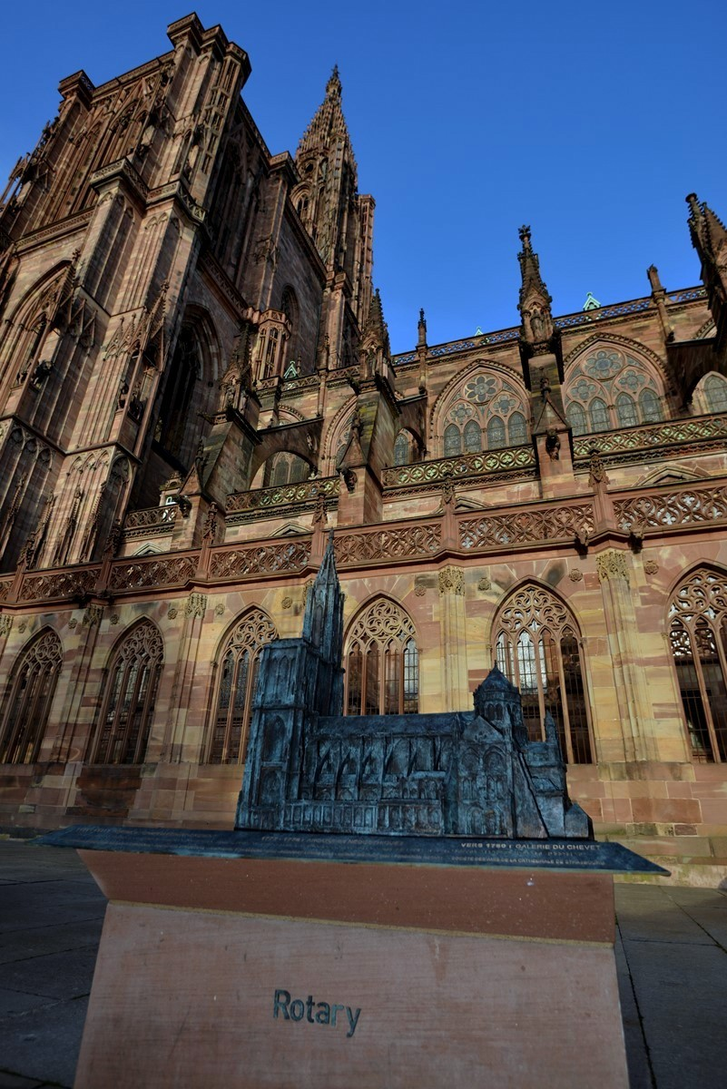 Maquette 3d en bronze de la cath drale notre dame de for Alsace carrelage strasbourg