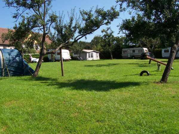 Aire naturelle de camping la ferme meyer saint pierre bois for Camping a la ferme auvergne piscine