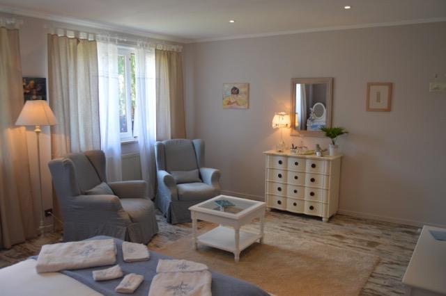 Grande chambre côté petit salon